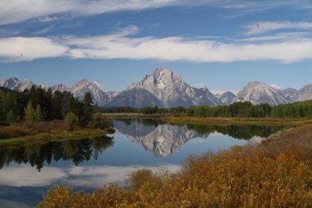 On s'arrête à chaque point de vue pour admirer la chaîne de montagne.