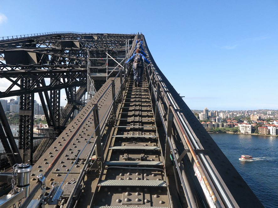Les marches qui amènent en haut du Sydney Harbour Bridge