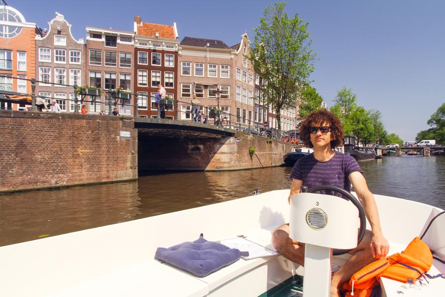 Rend a boat in Amsterdam